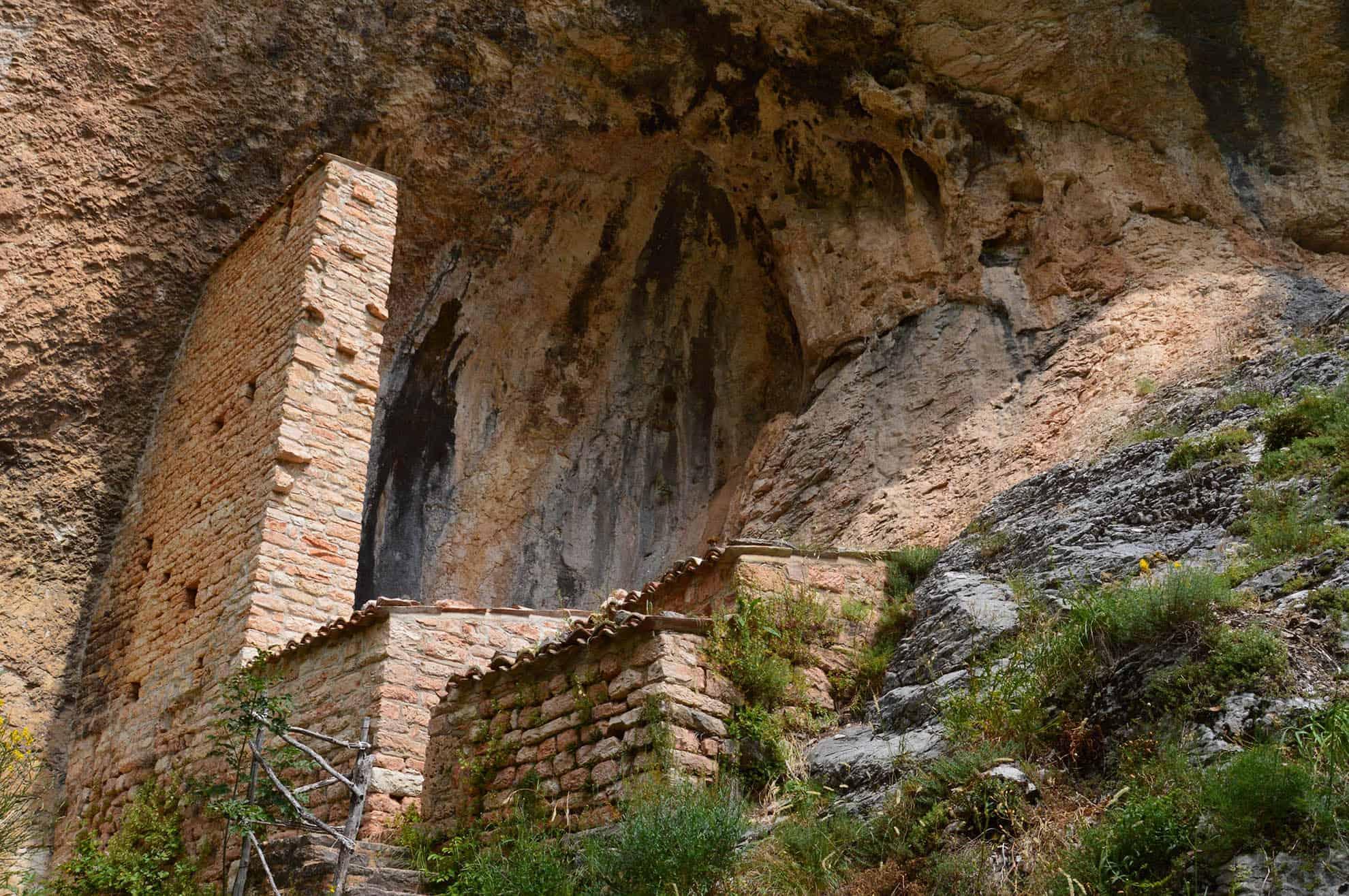 Grotta di Soffiano - Itinerari escursionistici Sarnano